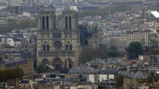 Вид на собор Парижской Богоматери после пожара, 16 апреля 2019
