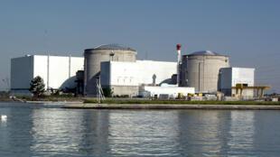 A central nuclear de Fessenheim, próxima da fronteira com a Alemanha, teve sua atividade reduzida por causa do calor.