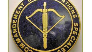 L'insigne du «commandement des opérations spéciales», le COS.