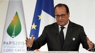 Le président français François Hollande lors du lancement de la COP 21, le 10 septembre 2015, au Palais de l'Elysée, Paris.