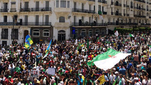Protesters in Algiers calling for former president Abdelaziz Bouteflika cronies to be kicked out of government on 7 June 2019.