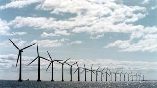 The world's largest offshore windmill farm, Middelgrunden Windmill Farm, located in the Oeresund, 3km from Copenhagen harbour, Denmark.
