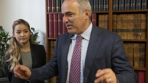 Garry Kasparov (R) and Kazakh oligarch Mukhtar Ablyazov's daughter Madina in Paris on Thursday