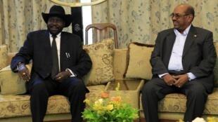 South Sudan's President Salva Kiir (L) and Sudan's President Omar al-Bashir meet in Khartoum, 3 September, 2013