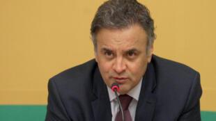 Aécio exprimiu sua posição em caso de saída de Dilma da presidência.