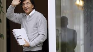 Elio Di Rupo francófono e socialista é o novo primeiro-ministro belga.