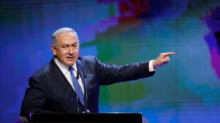 El primer ministro israelí Netanyahu era blanco de críticas tras anular un acuerdo con la ONU que establecía la regularización de miles de migrantes africanos en Israel.