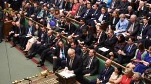 O primeiro-ministro britânico, Boris Johnson, durante debate na Câmara dos Comuns, na quinta-feira (19). na