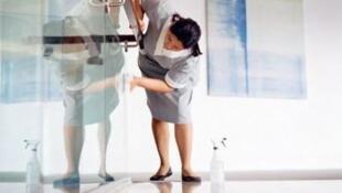 Mulheres representam 83% dos trabalhadores domésticos no mundo, segundo a OIT.