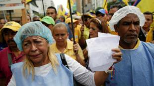 Venezuelanos protestam com receitas médica para pedir ajuda internacional. 17/11/16