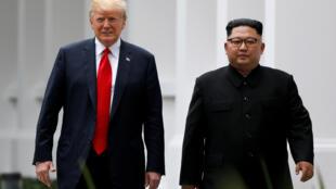 Tổng thống Donald Trump và lãnh đạo Bắc Triều Tiên  Kim Jong Un trong cuộc gặp thượng đỉnh tại Singapore ngày 12/06/2018.
