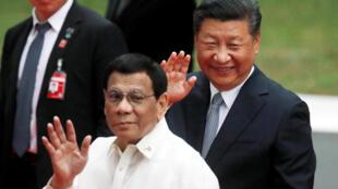 Le président philippins Rodrigo Duterte aux côtés du président Xi Jinping à Manille le 20 novembre 2018.
