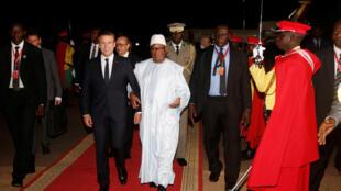 French President Emmanuel Macron (L) with Mali's President Ibrahim Boubacar Keita at Modibo Keita airtport in Bamako