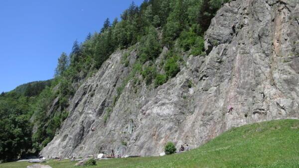 Les Gaillands é conhecido por ser um local de treinamento de escalada em montanha.