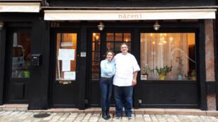 Sousana et Nabil Attard devant leur restaurant Närenj.
