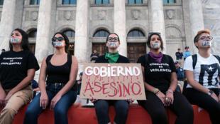«Gouvernement assassin» ont dénoncé des manifestants lundi 20 janvier, à San Juan, sur l'île de Porto Rico.