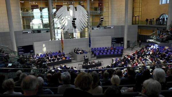 Vista geral do Parlamento alemão durante o debate sobre doação de órgãos nesta quinta-feira (16).
