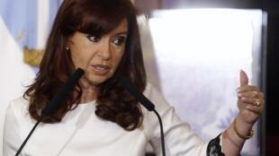 A presidente argentina Cristina Kirchner declarou guerra aos fundos abutres.
