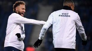 Neymar et Kylian Mbappé durante treino em 4 de dezembro de 2019.