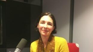La romancière Laurence Tardieu en studio à RFI.