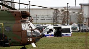 юрьмаКондэ-сюр-Сарт, вкоторой произошло нападение, считается второй поуровню обеспечения безопасности воФранции.