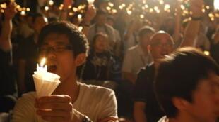 Thắp nến tưởng niệm vụ thảm sát Thiên An Môn tại Hồng Kông.