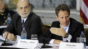 US Federal Reserve Chairman Ben Bernanke (L) and Treasury Secretary Timothy Geithner in Washington, 17 March 2011