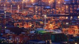 Container tại cảng Diêm Điền (Yantian), Thâm Quyến, Quảng Đông, Trung Quốc. (Ảnh chụp ngày 04/07/2019)