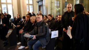 Membros do grupo neonazista White Wolves Klan no tribunal de Amiens nesta segunda-feira, 27 de março de 2017.