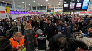 Passageiros bloqueados no aeroporto de Gatwick