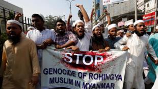 (Ảnh minh họa). Người Hồi Giáo Bangladesh biểu tình tại Dhaka, ngày 01/12/2016, chống lại việc người Rohingya ở bang Rakhine, Miến Điện, bị chính quyền truy sát.