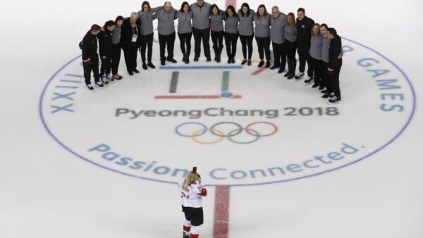 Treino da equipe feminina de hockey do Canadá nesta quinta-feira (8).