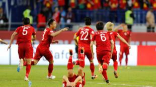 Đội tuyển bóng đá Việt Nam mừng chiến thắng trước đội tuyển Jordan tại Dubai, ngày 20/01/2019.