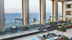 Vista interna do hotel Palais de Méditerranée, em Nice, de onde foram roubados relógios de luxo