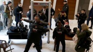 L'arrivée des journalistes à la conférence de presse de Carlos Ghosn, ce mercredi 8 janvier à Beyrouth.