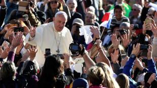 Событием 12-го Римского кинофестиваля стала премьера фильма «За солнцем», в котором дебютировал Папа Римский Франциск.
