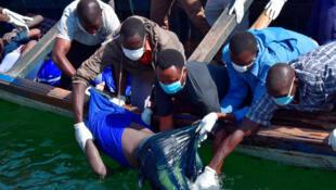 維多利亞湖上的搜救打撈工作依舊在繼續