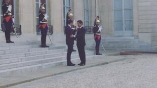 A la izquiera, el anfitrión Emmanuel Macron, a la derecha Enrique Peña Nieto,el 06/07/2017.
