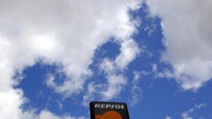Một trạm xăng của Repsol ở Madrid. Ảnh chụp ngy 13/07/2012.