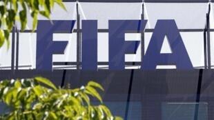 Logo da FIFA, com candidaturas encerradas à meia noite de 27 de outubro para o seu futuro presidente eleito a 26 de fevereiro de 2016