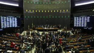 Sessão plenária para analisar e votar o parecer do deputado Paulo Abi-Ackel (PSDB-MG) que não autoriza o STF a analisar a denúncia contra o presidente Michel Temer apresentada pela Procuradoria-Geral da República.