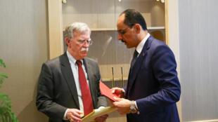 El consejero para la Seguridad Nacional de EE.UU., John Bolton, con el asesor del presidente turco Ibrahim Kalin, este 8 de enero de 2019 en Ankara, Turquía.