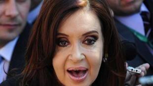 """""""Histórico: Después de casi 19 años del atentado AMIA se logra, por primera  vez, instrumento legal de derecho internacional entre Argentina/Irán"""", informó  Kirchner en una serie de mensajes a través de la red social Twitter."""