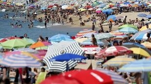 People cool off during the first heatwave of the summer near Barcelona, Spain, 28 June 2015.