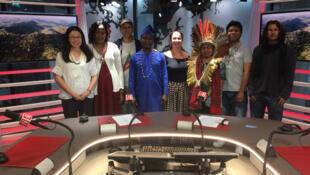 Les différents invités de l'émission: Hsin Su, Ninawa, Pierre Ludovic, Magdalene Setia Kaitei, Appolinaire Oussou Lio, Guert Peter Bruch.