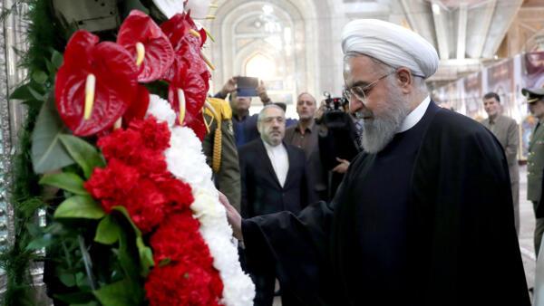O presidente do Irã, Hassan Rouhani, visita o santuário do fundador da República Islâmica, o aiatolá Ruhollah Khomeini, ao sul de Teerã, Irã, em 30 de janeiro de 2019.