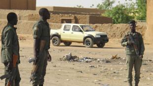 Des soldats maliens dans une rue de Gao (photo d'illustration).