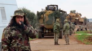 Des soldats de l'armée turque dans la ville de Binnish, dans le nord-ouest de la province d'Idleb, le 12 février 2020.