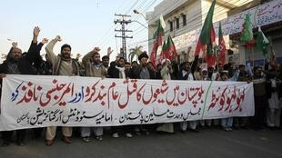 Supporters of the Imamia Students Organisation (ISO) and the Majlis-e-Wahdat-e-Muslimeen (MWM) religious group attend a protest against the bomb blasts in Quetta
