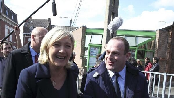 Marine Le Pen (L) with the FN's leader in Hénin-Beaumont Steeve Briois